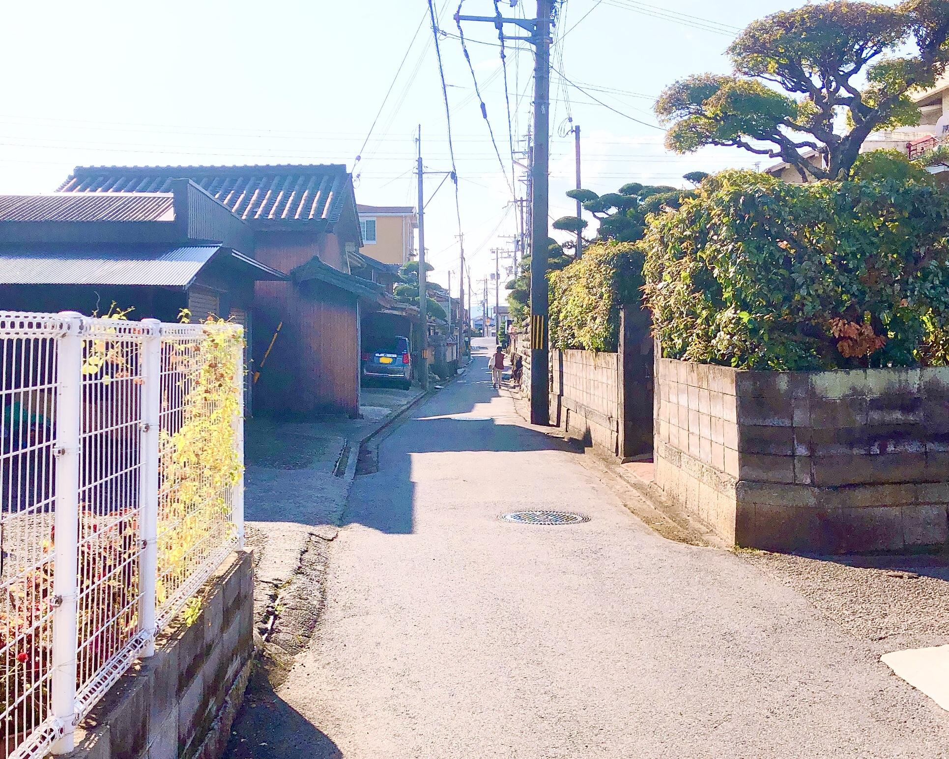 甘音屋前の道路